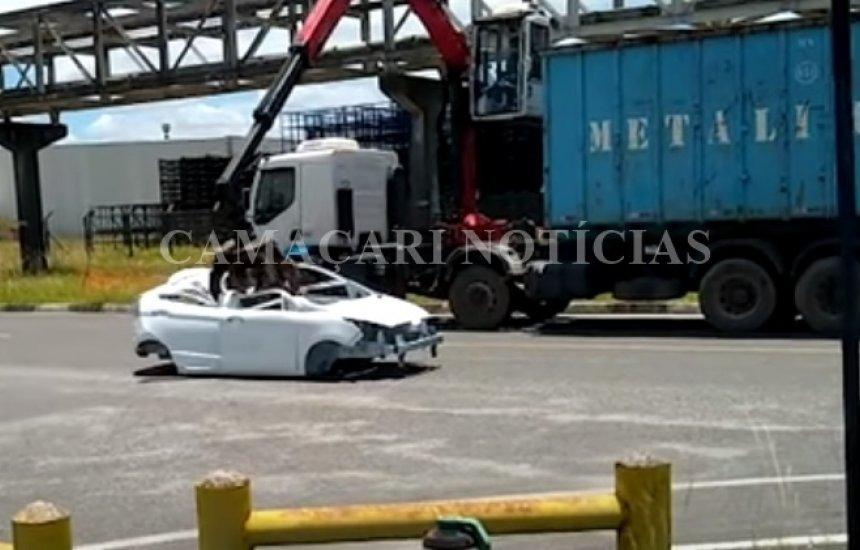 [Carros inacabados são destruídos pela Ford em Camaçari]