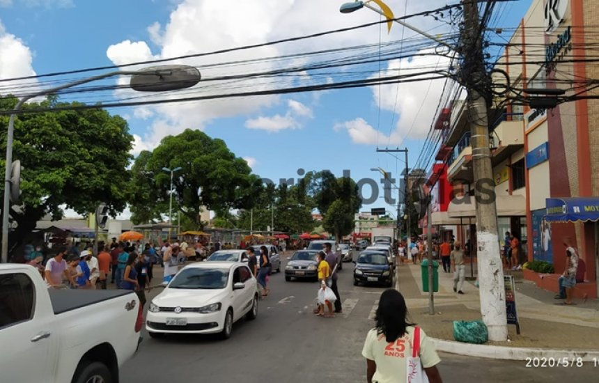 [Moradora reclama de descumprimento de decreto em Camaçari: 'As lojas continuam funcionando']