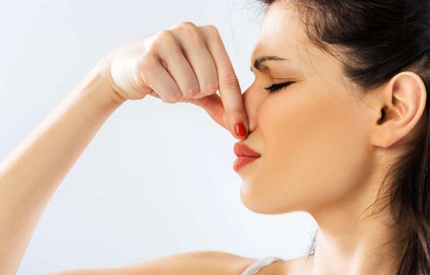 [5 odores corporais que podem indicar problemas de saúde]
