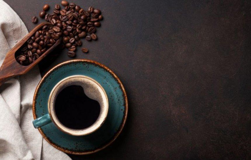 [Tomar um café forte 30 minutos antes do aeróbico acelera taxa de queima de gordura]