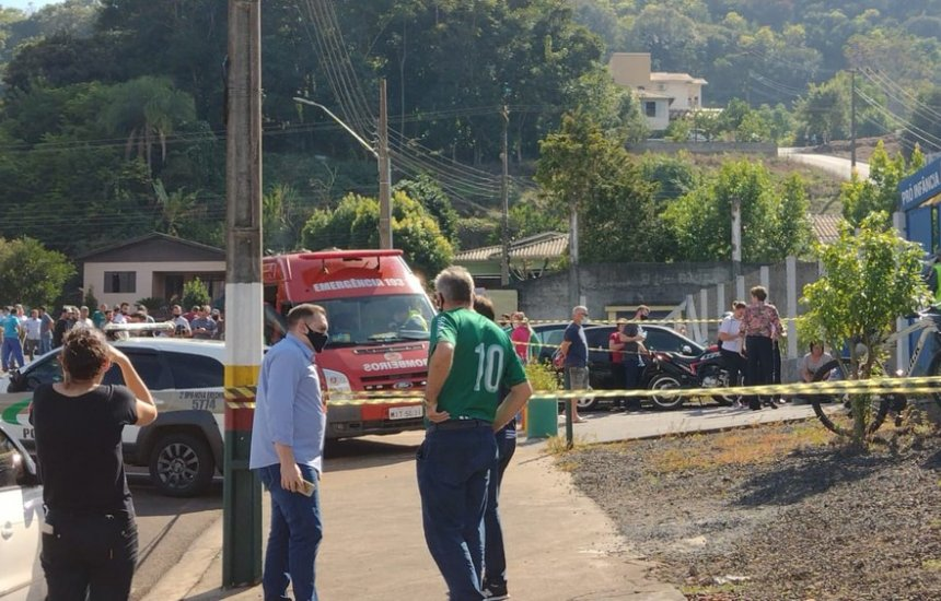 [Santa Catarina: Adolescente invade escola e mata 3 crianças e uma professora]