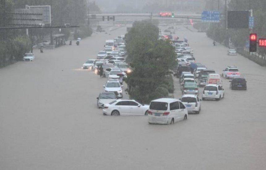 ['Maior tempestade em mil anos' mata pelo menos 25 pessoas na China]