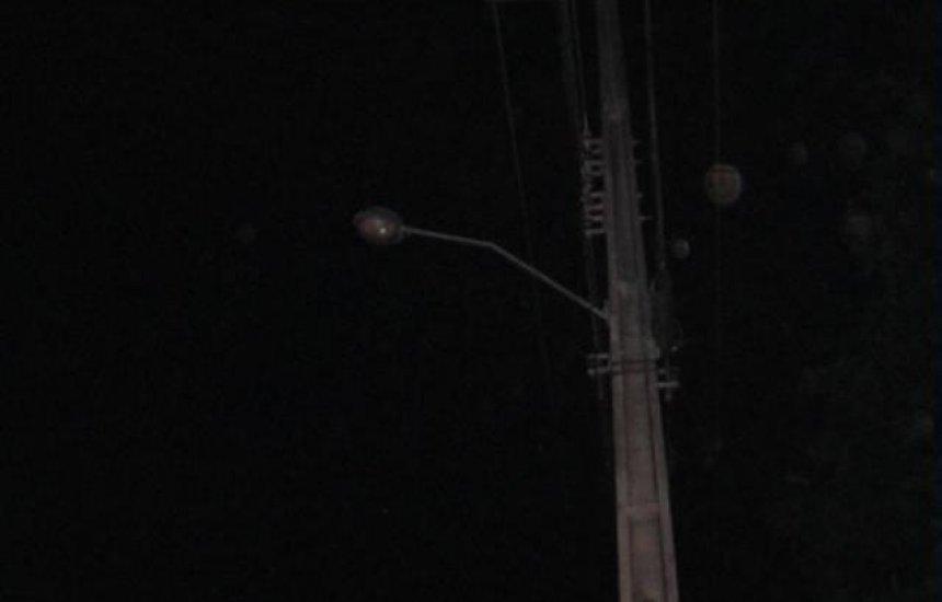 [Seu Bairro no CN: moradora pede troca de lâmpadas no Bosque de Arembepe]