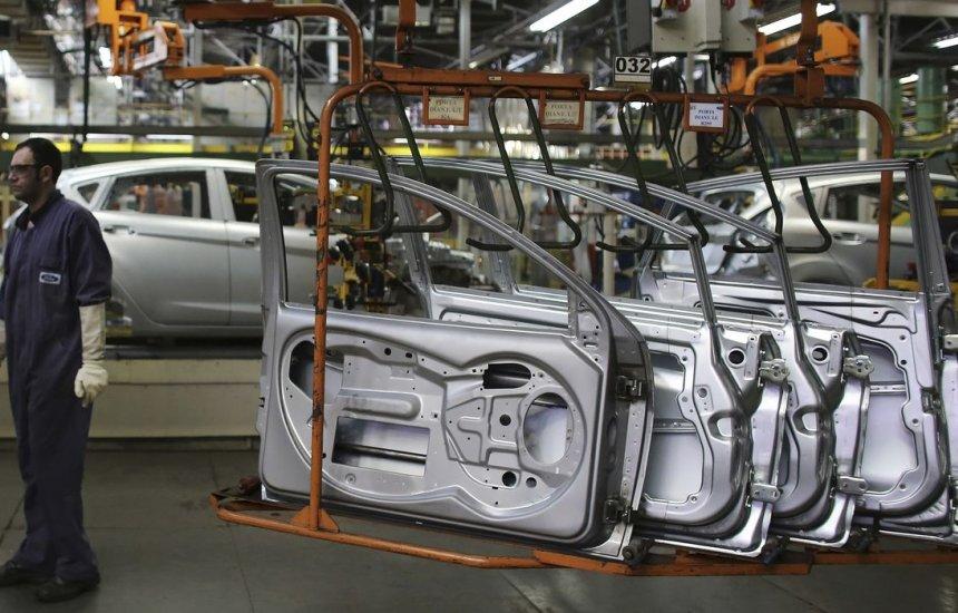 [Produção de veículos cresce 0,3% em agosto]
