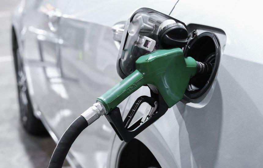 [Alta da gasolina pesa, e inflação oficial fica em 0,87% em agosto, maior taxa para o mês desde 2000]