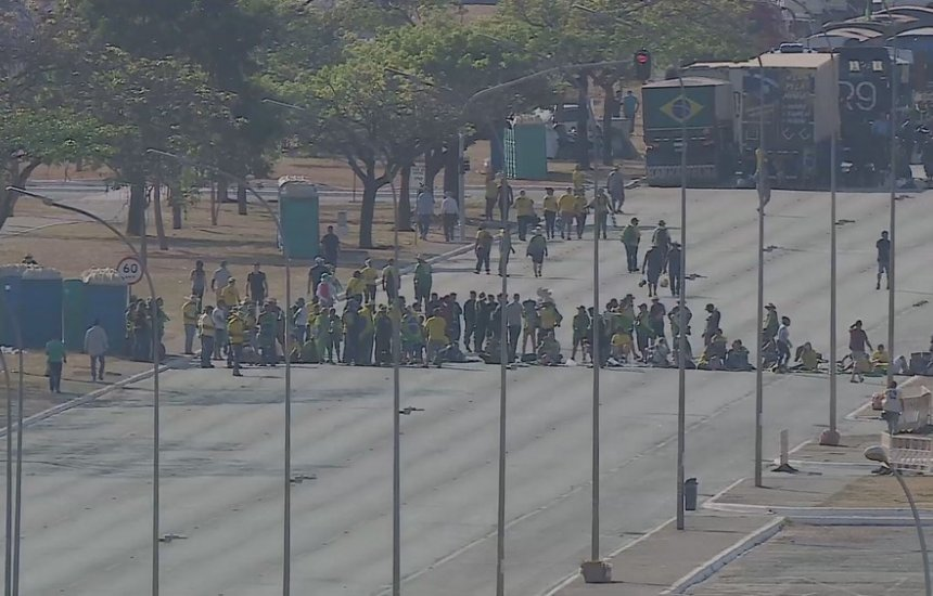 [Caminhoneiros bolsonaristas liberam rodovias após apelo do governo]