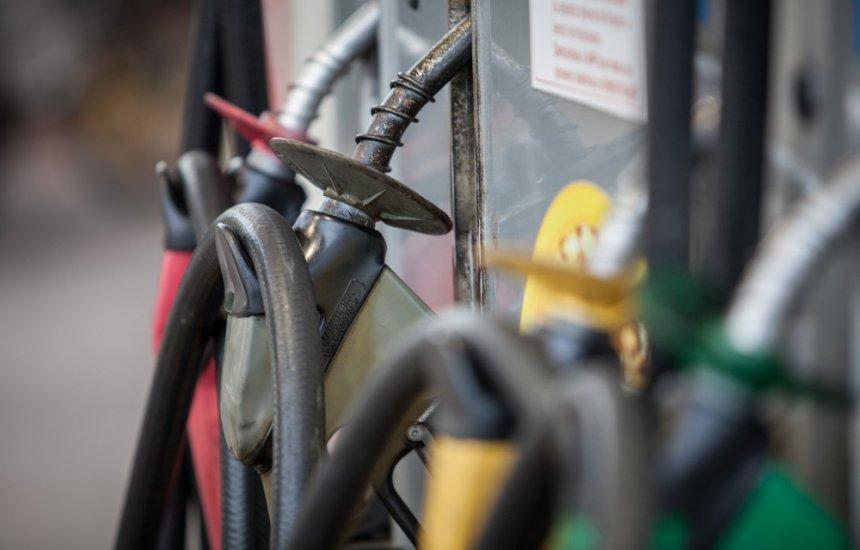 [Preço médio da gasolina sobe pela 6ª semana seguida nos postos, mostra ANP]