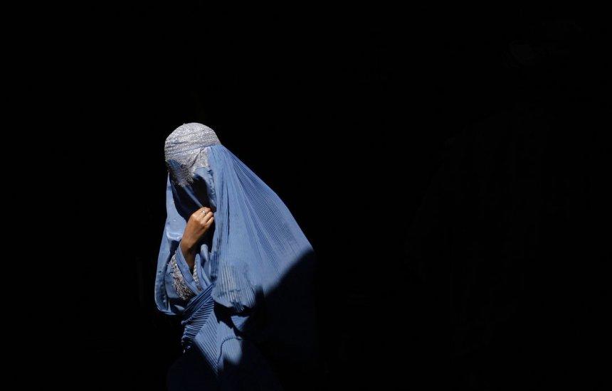 [Mulheres afegãs protestam contra uso da burca]