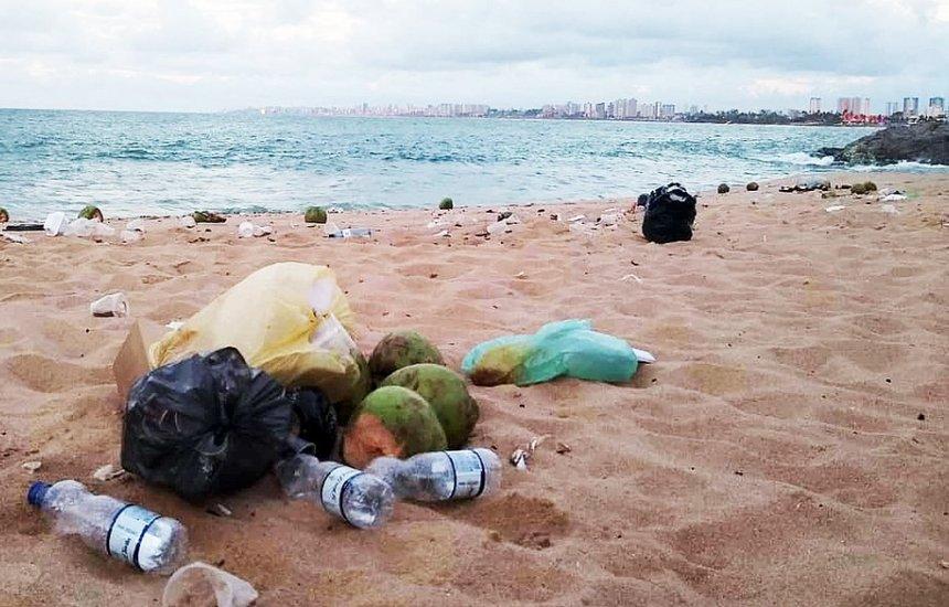 [Após reabertura, praias de Salvador já acumularam mais de 2 mil toneladas de lixo]