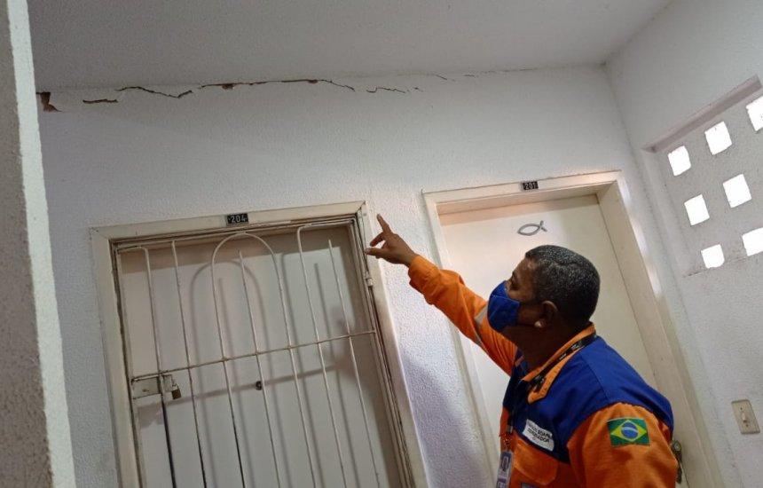 Risco de desabamento de imóvel em condomínio de Camaçari leva a interdição