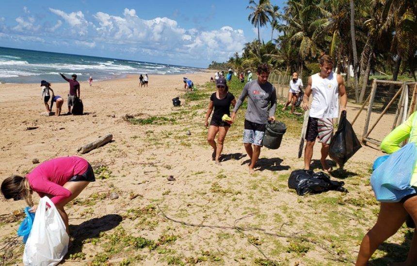 [Ação ecológica retirou cerca de 700kg de resíduos da praia de Busca Vida]