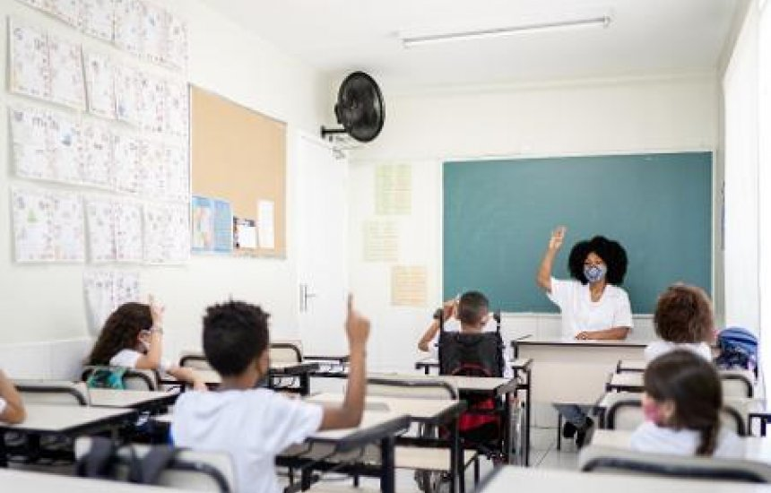 [Senado vota PEC que desobriga gasto mínimo em educação por 2 anos]