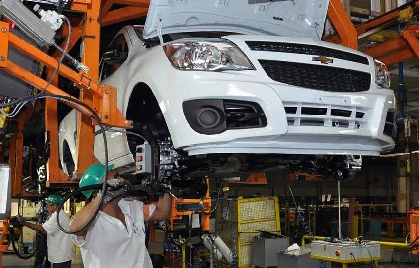 [GM vai retomar produção em dois turnos em suas fábricas no Brasil]