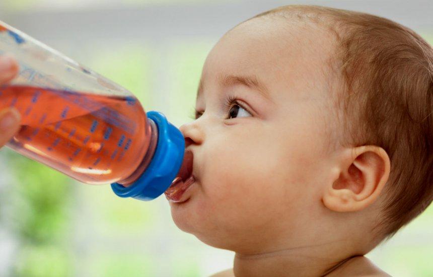 [Água de ameixa para bebê: receita que acaba com prisão de ventre após os 6 meses]
