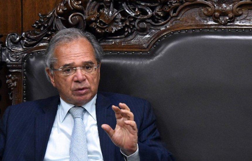 [Guedes defende venda de ações da Petrobras para custear programas sociais]