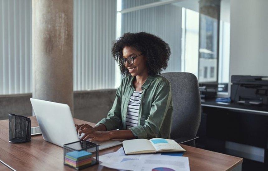 [Ambev oferece mais de 100 bolsas de estudos e mentorias para profissionais negros]
