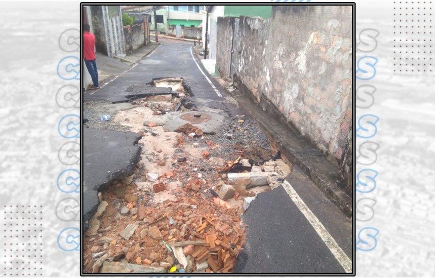 [Morador dos 46 denuncia buraco deixado em rua após serviço de empresa de saneamento]