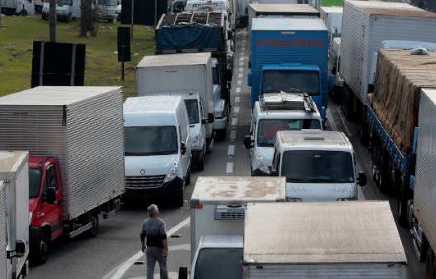 [Porta-vozes dos caminhoneiros dizem que promessa de greve dia 1º está de pé]