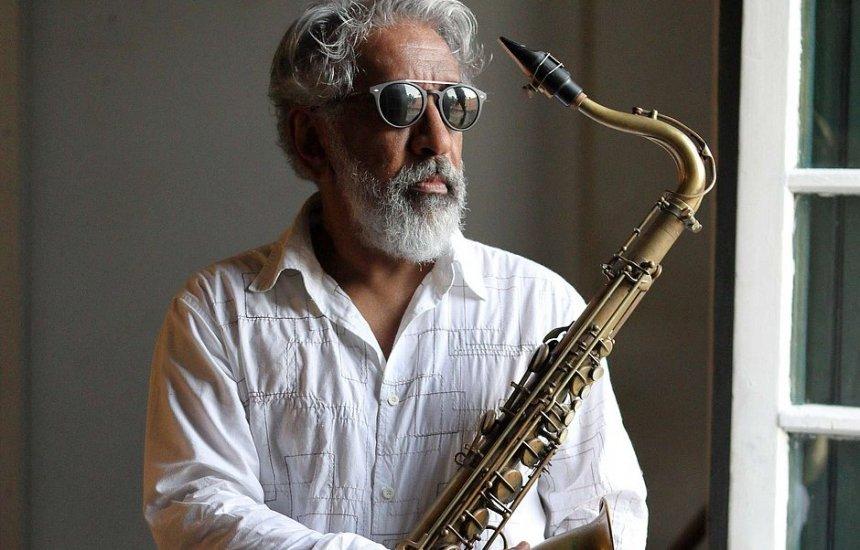 [Morre aos 61 anos músico e maestro Letieres Leite]